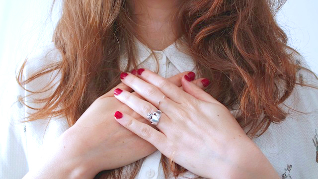 fingers-1834818_640